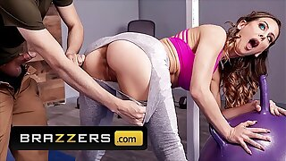 Hot Milf (Cherie Deville) Gets Oiled Up Drilled Hard - Brazzers